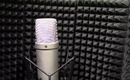 microfono dentro schermo vocal booth